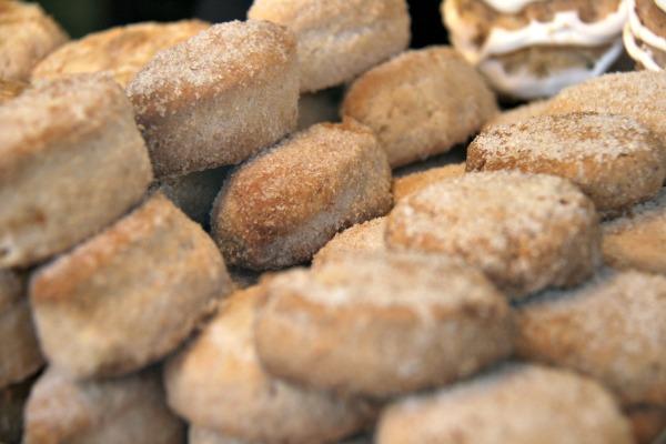 ¡Mira estos deliciosos polvorones! Este artículo trata sobre los 5 mejores dulces navideños españoles
