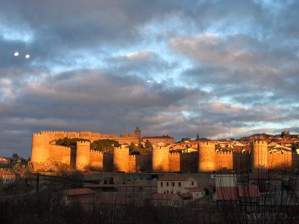 El Almacén es uno de nuestros restaurantes favoritos en Ávila y ofrece impresionantes vistas de las murallas de la ciudad.