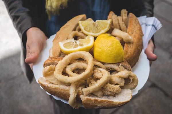 Sándwich de calamares: una gran idea para llevar en Madrid