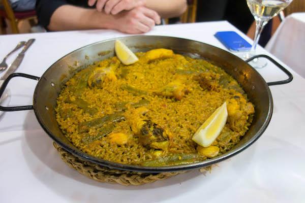 Paella valenciana en el restaurante la Pepica
