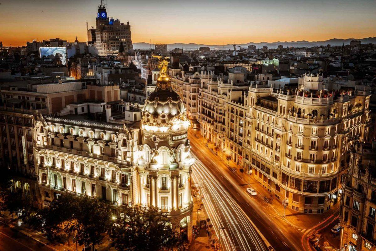El Círculo de Bellas Artes no es solo uno de nuestros bares en azoteas favoritos en Madrid, también alberga las vistas más emblemáticas de la ciudad.